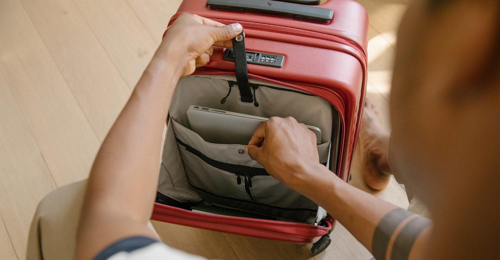 使いやすいフロントオープン型スーツケース