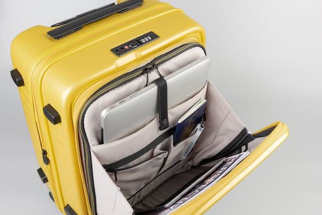 PCなどビジネスグッズを便利に収納出来るフロントオープンのスーツケース